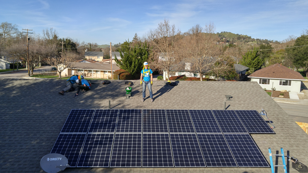 Chad Kibbe installs solar panels with GRID Alternatives as part of the Solar Spring Break ASB trip.