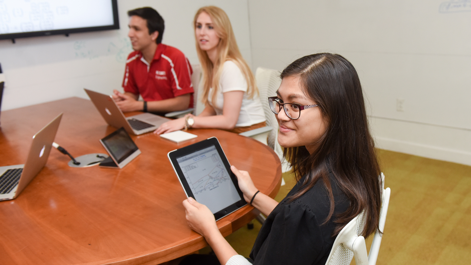 students on Ipad - Academics - College of Natural Resources at NC State University