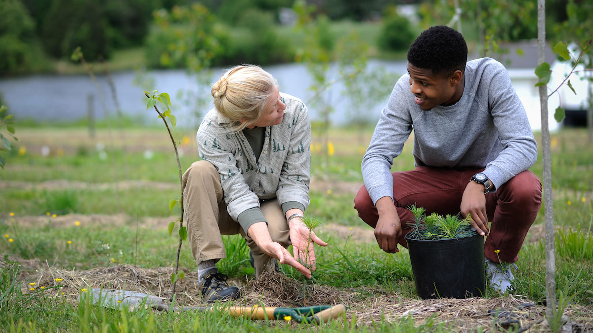 Faculty and student in the field - Ways to Give - College of Natural Resources NCState University