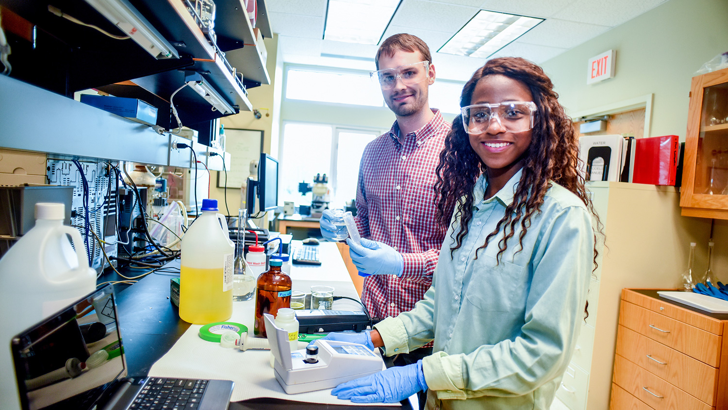 Students and faculty in the lab - Career Connections - College of Natural Resources at NCState University